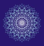 Mandala branca em um fundo azul Um teste padrão a céu aberto fino Fundo da arte Fotografia de Stock