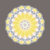 Mandala décoratif coloré complexe dans la forme du tournesol Images stock