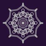Mandala détaillé sur le fond bleu-foncé Image libre de droits