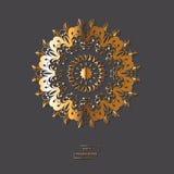 Mandala d'or ornemental de fleur sur le fond gris de couleur Ethni Photo stock
