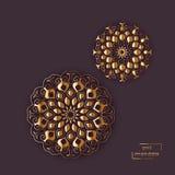 Mandala d'or ornemental de fleur sur le fond gris de couleur Ethni Photos stock