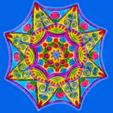 Mandala de incandescência tirada mão em um fundo azul ilustração stock