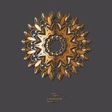 Mandala de oro ornamental de la flor en fondo gris del color Ethni Foto de archivo