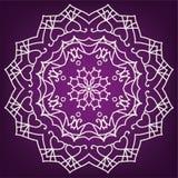 Mandala der Liebe auf einem purpurroten Hintergrund, ethnische Muster Lizenzfreie Stockfotos