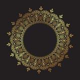 Mandala fleuri d'or de dentelle ronde indienne décorative d'isolement au-dessus de l'illustration noire de vecteur de conception  illustration stock