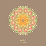 Mandala floral colorida decorativa na luz - backgrou marrom da cor Fotos de Stock Royalty Free