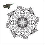 Mandala med fågeln och geometriska former Royaltyfri Bild