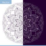 Mandala ornamentale con gli elementi della pianta fatto nel colore monocromatico illustrazione vettoriale
