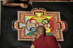 Mandala sagrada de la arena fotos de archivo