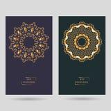 Mandala tiré par la main de fleur pour livre de coloriage Eth noir et blanc Photographie stock