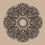 Mandala tiré par la main de zentangle de vecteur - peut être employé comme page de livre de coloriage pour des adultes, carte, in Image libre de droits
