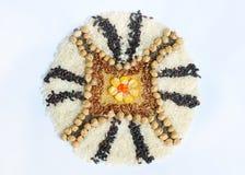 Mandala zboża, adra i ziarna, Bezpłatny pojęcie Kukurudza, chickpea, amarant, soczewicy, ryż, chia zdrowa żywność Odgórny widok obraz royalty free
