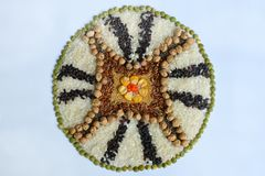 Mandala zboża, adra i ziarna, Bezpłatny pojęcie Kukurudza, chickpea, amarant, soczewicy, ryż, chia zdrowa żywność Odgórny widok zdjęcia stock