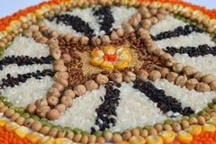 Mandala zboża, adra i ziarna, Bezpłatny pojęcie Kukurudza, chickpea, amarant, soczewicy, ryż, chia zdrowa żywność Odgórny widok obraz stock