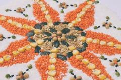 Mandala zboża, adra i ziarna, Bezpłatny pojęcie Kukurudza, koks, ryż, owsy, soczewicy, soje, dyniowy ziarno zdrowa żywność  obraz stock