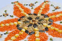 Mandala zboża, adra i ziarna, Bezpłatny pojęcie Kukurudza, koks, ryż, owsy, soczewicy, soje, dyniowy ziarno zdrowa żywność  fotografia stock