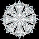Mandalabroschenschmuck, Gestaltungselement mit Edelsteinen geo Lizenzfreie Stockbilder