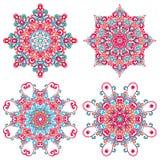 Mandalas coloridas en estilo oriental Sistema de modelos étnicos redondos en el fondo blanco Fotografía de archivo