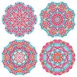 Mandalas coloridas en estilo oriental Sistema de modelos étnicos redondos en el fondo blanco Foto de archivo libre de regalías