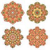 Mandalas coloridas en estilo oriental Sistema de modelos étnicos redondos en el fondo blanco Cordón tradicional Foto de archivo