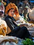 Mandalay - December 5 handelaars in de markt Stock Afbeeldingen