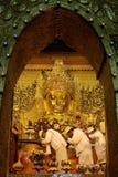 MANDALAY - JAN 03, Mahamuni Buddha Royaltyfri Foto