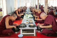 MANDALAY, MYANMAR-MAY 2 : Young unidentified buddhist novices at Royalty Free Stock Images