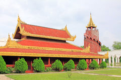 Mandalay Royal Palace håller ögonen på tornet, Mandalay, Myanmar royaltyfri bild