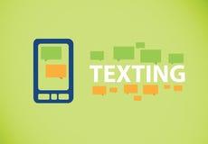 Mandando un sms sullo smartphone Immagine Stock
