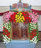 ` Mandapam ` для индусского божества украшенного с цветками Стоковое Фото