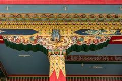 Mandapam strålar Vihara av Namdroling den buddistiska kloster, Coorg in Royaltyfri Foto