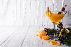 Mandarín martini en un vidrio del Año Nuevo Fotografía de archivo