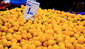Mandarín orgánico fresco en un mercado de calle Imagen de archivo
