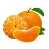 Mandarijn oranje die vruchten op witte achtergrond met het knippen van weg worden geïsoleerd Stock Afbeeldingen