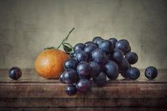 Mandarin med druvor Arkivbilder