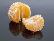 Mandarina en un fondo negro Fotografía de archivo libre de regalías