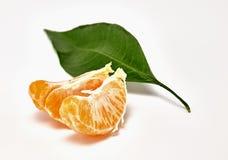 Mandarina madura en un fondo blanco Fotografía macra fotos de archivo