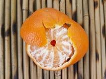 Mandarina no absolutamente pelada Foto de archivo