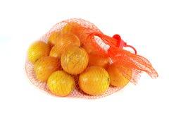 Mandarinas en red plástica roja Imagen de archivo libre de regalías