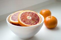Mandarinas en una placa foto de archivo libre de regalías