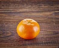 Mandarine auf Holztisch Lizenzfreies Stockfoto