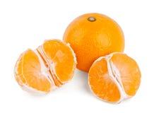 Mandarine et deux moitiés Photographie stock