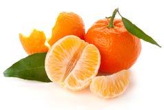 Mandarine mûre avec la lame verte Image libre de droits