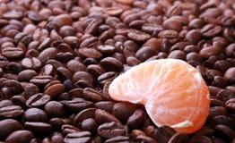 Mandarine mit einem Kaffee Lizenzfreies Stockbild