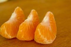 Mandarine na drewnianej desce zdjęcia stock