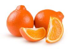 Mandarine ou Mineola de deux oranges avec des tranches d'isolement sur le fond blanc Image libre de droits