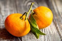 Mandarine sinaasappel of mandarijn op houten raad Royalty-vrije Stock Foto's