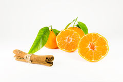 Mandarine und Zimtstangen Lizenzfreie Stockbilder