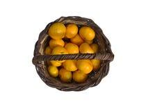 Mandarinen in einem Korb Stockfotos