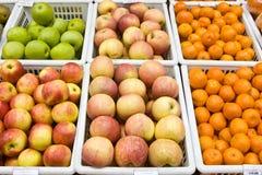 Mandarinen und Äpfel Stockfoto